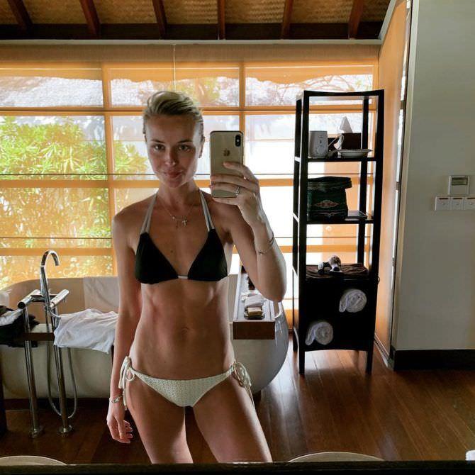 Полина Гагарина фото в купальнике в зеркале