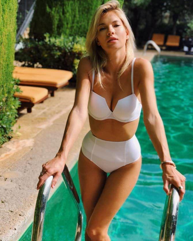 Наталья Бардо фото в бассейне в инстаграм