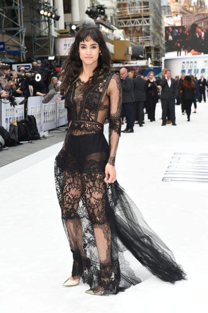 София Бутелла фото в прозрачном платье
