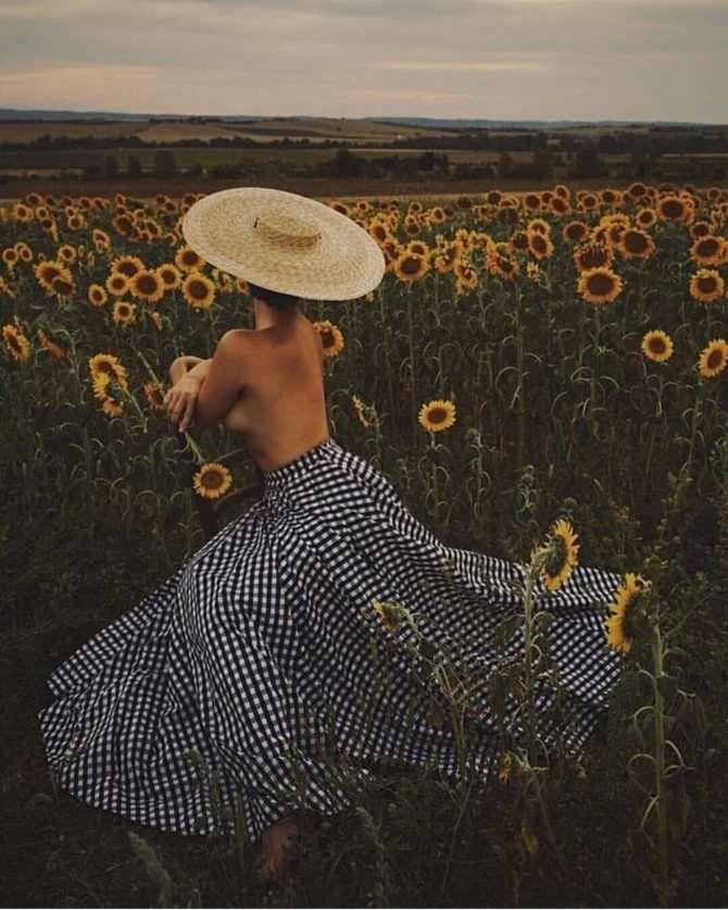 Наталья Костенева фотография в юбке и шляпе
