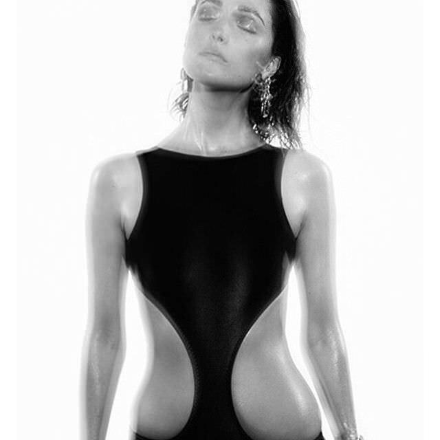 Роуз Бирн  фото в купальнике из инстаграм