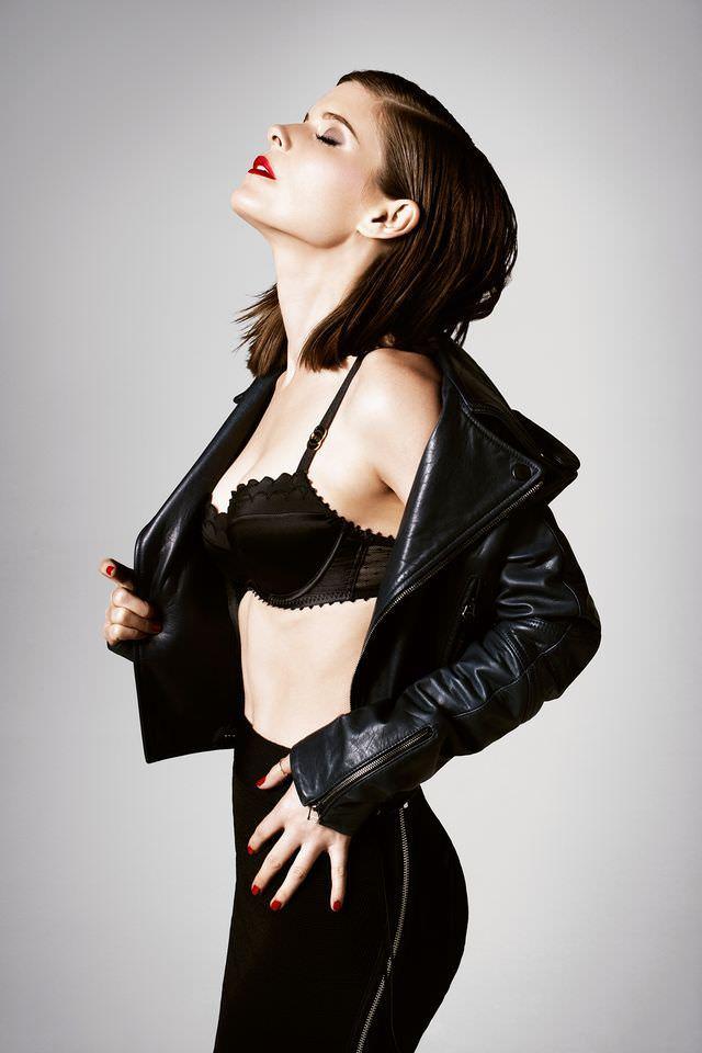 Кейт Мара фото в нижнем белье и куртке