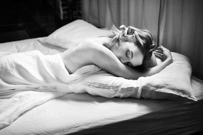 Леа Сейду фотосессия в постели