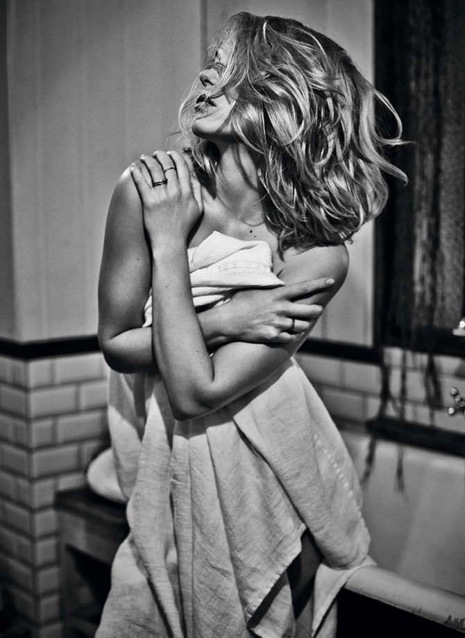 Леа Сейду фото с полотенцем