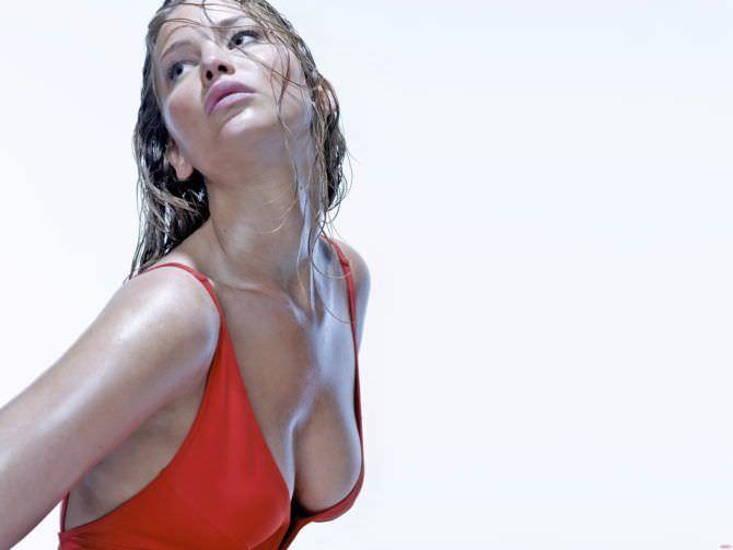 Дженнифер Лоуренс фотосессия в купальнике для журнала