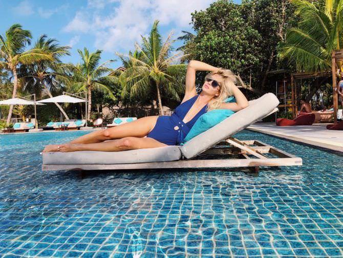 Наталья Бардо фото у бассейна