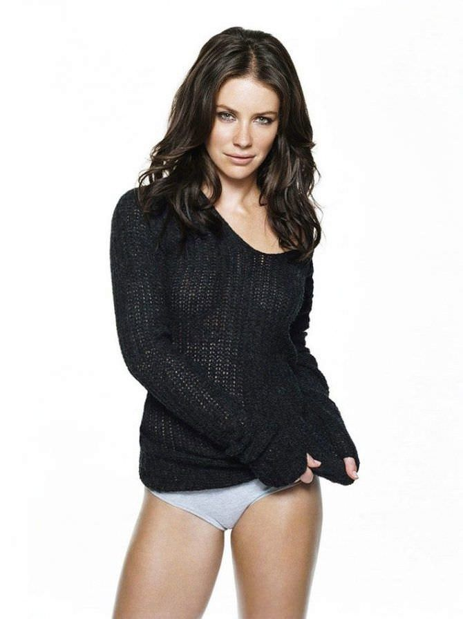 Эванджелин Лилли фото в чёрном свитере