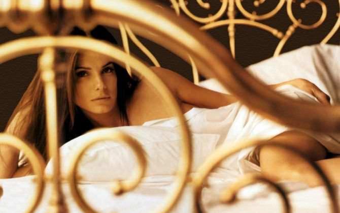 Сандра Буллок фотография в постели
