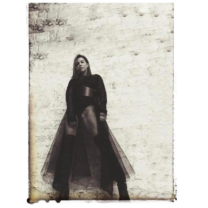 Оксана Сидоренко фото в прозрачной юбке