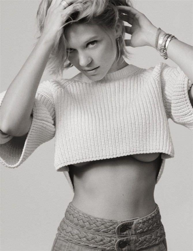 Леа Сейду фото в коротком свитере