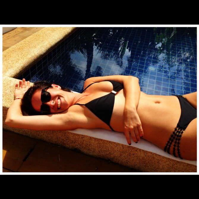 Нина Добрев фото в купальнике в инстаграм