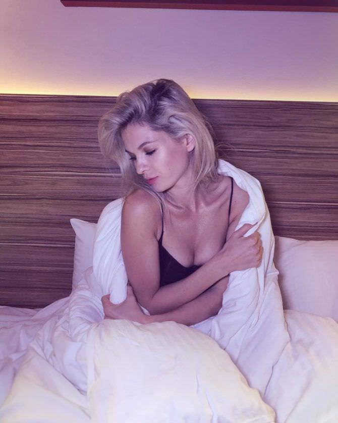 Наталья Бардо фото в одеяле