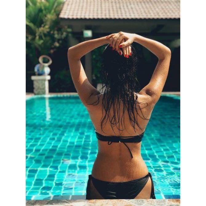Анастасия Чепелюк фото в купальнике сзади