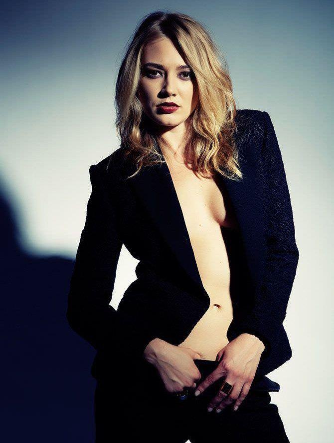 Оксана Акиньшина фото в строгом пиджаке