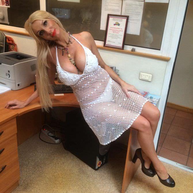 Лариса Сладкова фото в белом платье в инстаграм