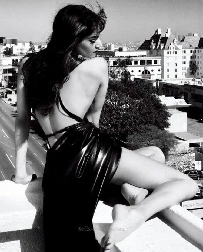 София Бутелла фотосессия на крыше в платье