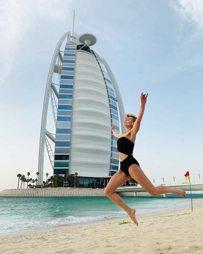 Полина Гагарина фото на пляже в Дубаи