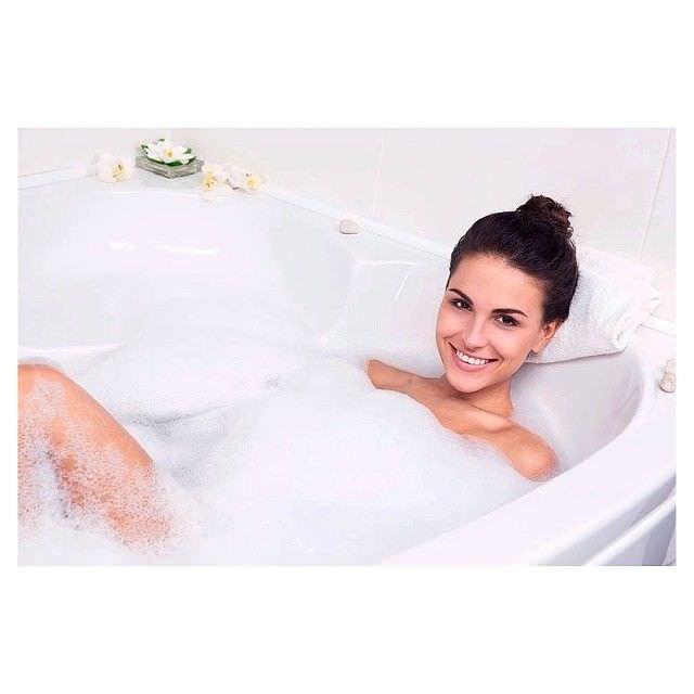 Анастасия Чепелюк фото в ванне с пеной
