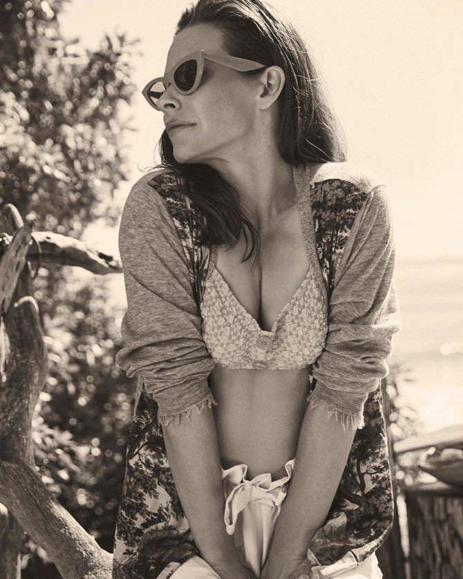Эванджелин Лилли фотография в купальнике в инстаграм