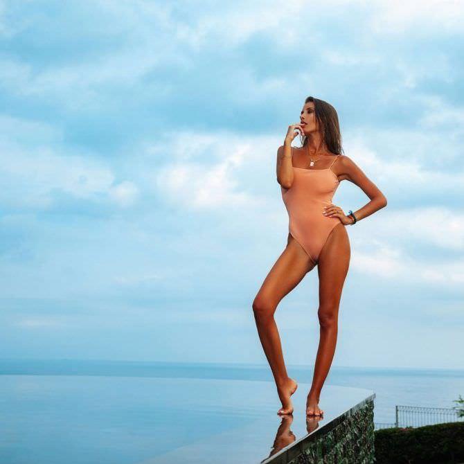 Кэти Топурия фото в купальнике в инстаграм
