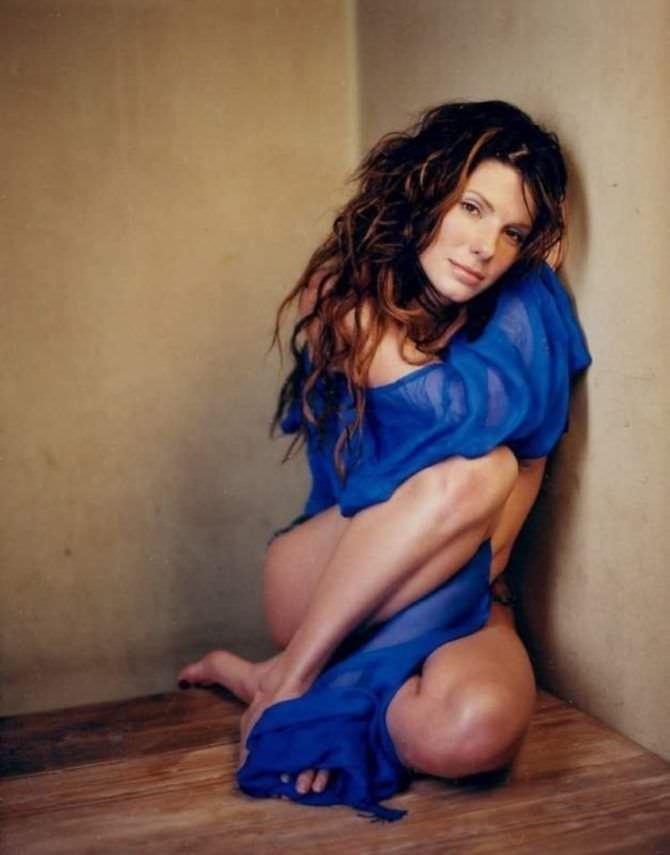 Сандра Буллок фото в синей блузке