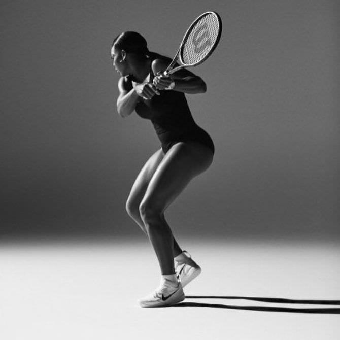 Серена Уильямс фотосессия с теннисной ракеткой