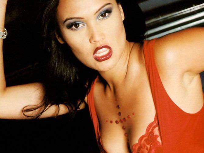Тиа Каррере фото в красном белье