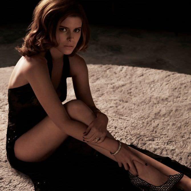 Кейт Мара фото сидя на ковре