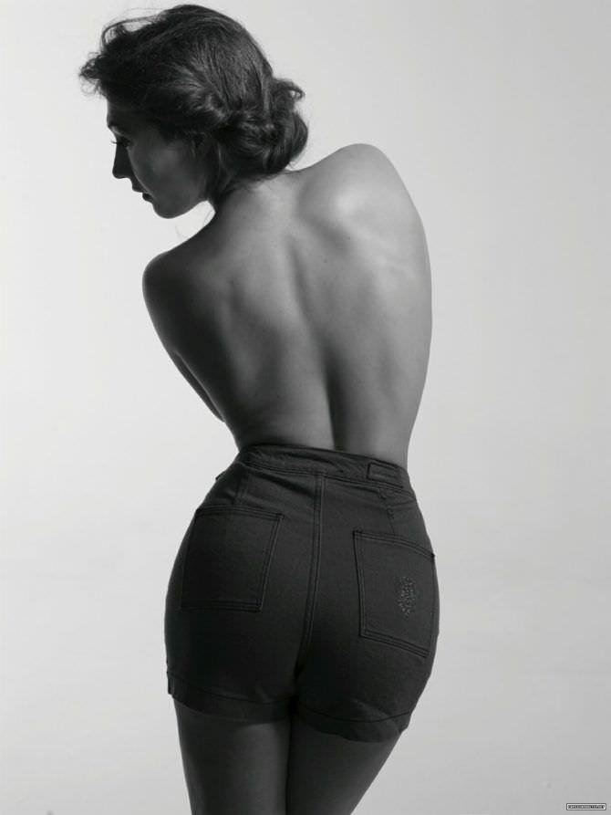 Кэрис ван Хаутен фотография в шортах со спины
