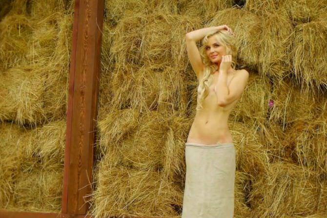 Полина Гагарина фотография с сеновалом