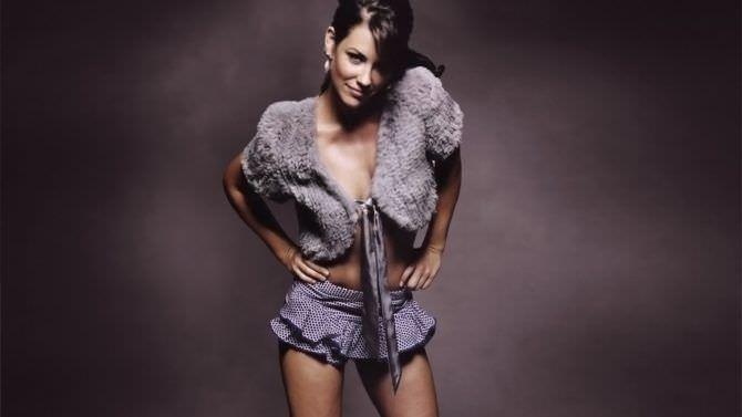 Эванджелин Лилли фото в короткой юбке из журнала