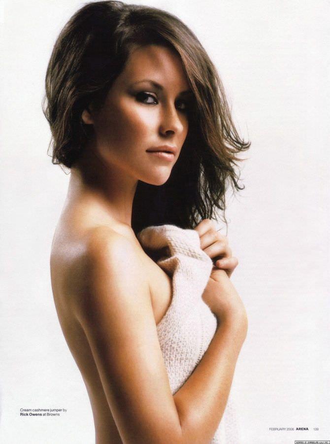 Эванджелин Лилли фото с полотенцем в руках