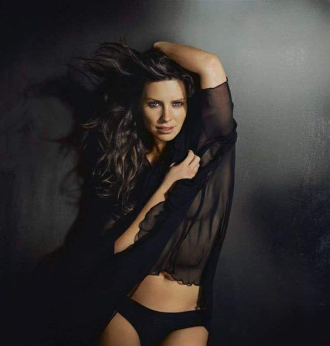 Эванджелин Лилли фото в чёрной блузке