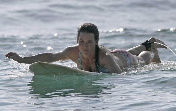 Эванджелин Лилли фото на пляже в воде