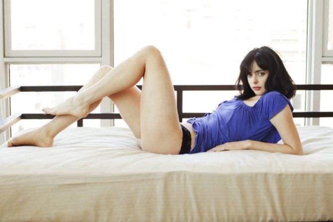 Кристен Риттер фото в синей футболке