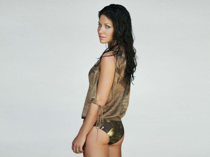 Эванджелин Лилли фотография в блестящем бикини