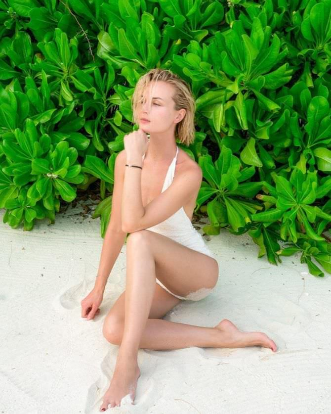 Полина Гагарина фотография в белом купальнике