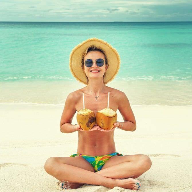 Полина Гагарина фото с кокосами
