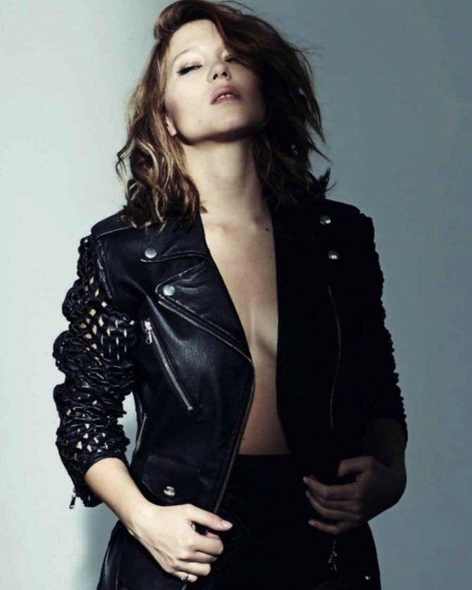 Леа Сейду фотография в кожаной куртке