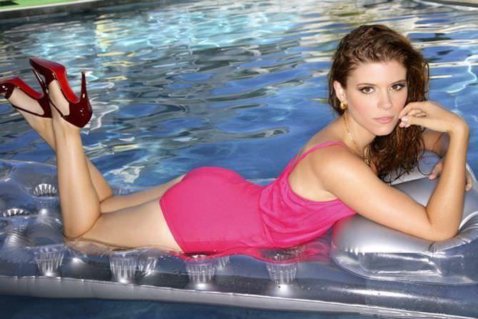 Кейт Мара фото в розовом купальнике