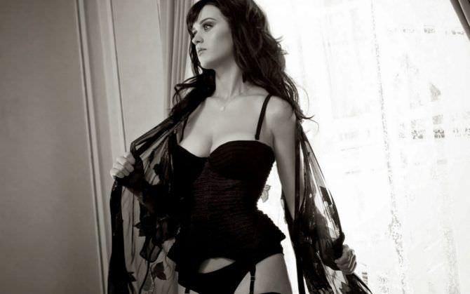 Кэти Перри фотография в сексуальном белье