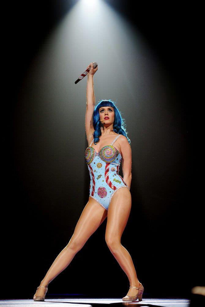 Кэти Перри фотография на сцене