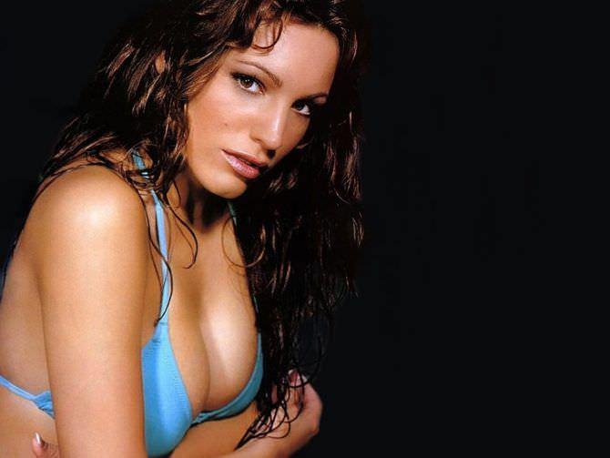 Келли Брук фото в голубом купальнике