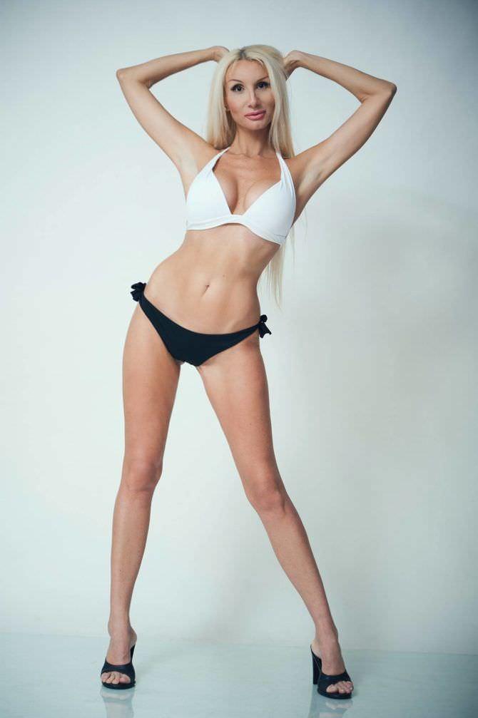 Лариса Сладкова фотография в чёрно-белом бикини