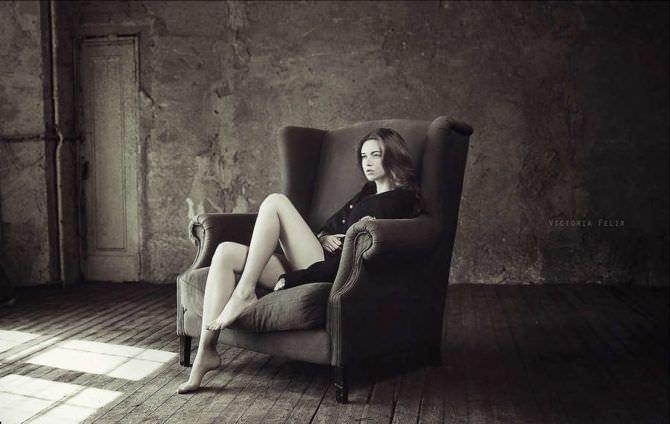 Наталья Костенева фотография в кресле в кофте