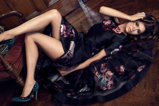Нина Добрев фото в вечернем платье
