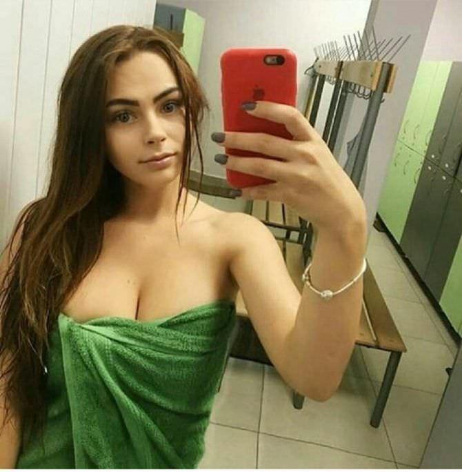 Михалина Новаковская фото в зелёном полотенце