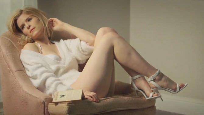 Кейт Мара фотография в кресле