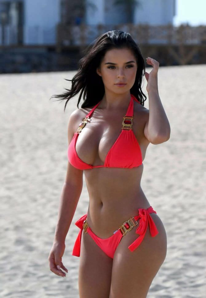 Деми Роуз фотография на песчаном пляже