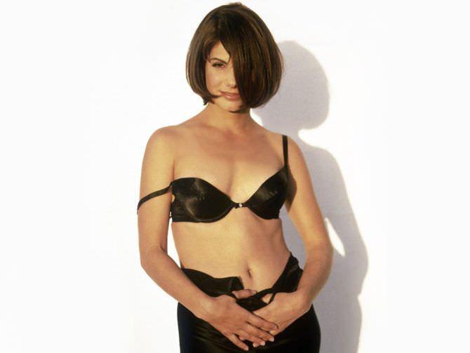 Сандра Буллок фото в чёрном белье